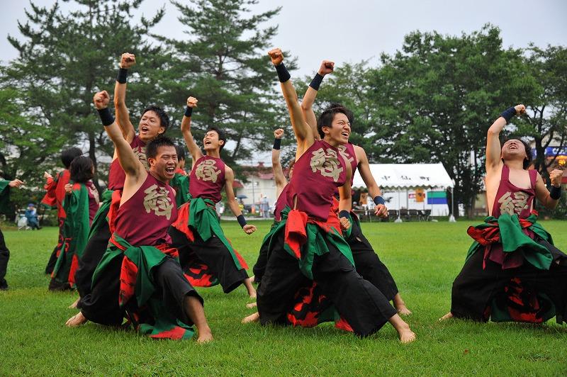 全国各地の祭り行脚中、北海道大学「縁」のYOSAKOIパフォーマンス披露