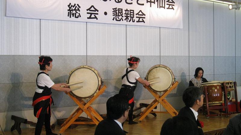 和太鼓奏者の「村上 功さん」と教え子の菅原ナカさん(副幹事長)との共演です。