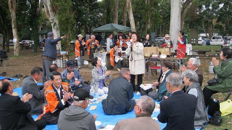 参加者がふるさとの民謡披露で盛り上げました。