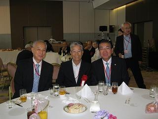 右から 老松大仙副市長、濱野座間市元市議会議員、相模会長の3ショット