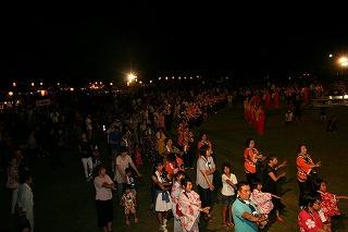 約2千人のドンパン踊りの輪が広がりました。