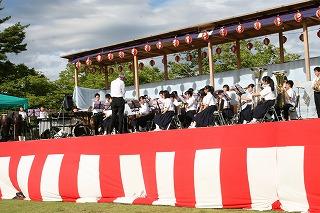 中仙中学校吹奏楽部31名による演奏です。