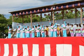 豊岡小学校3年生と4年生28名による小沼山の伝説や小沼神社をイメージして作られた踊り「小沼山の詞」です。