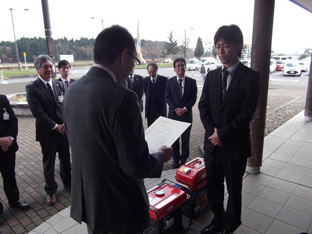 鈴木駅長が受贈しました